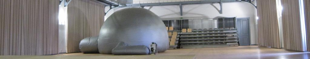 cúpula do planetário instalada em ginásio
