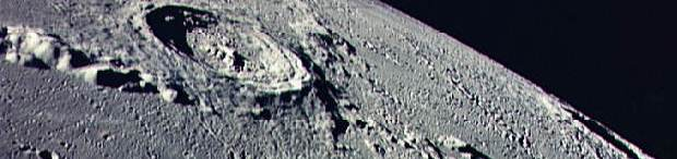 cratera copernicus fotografada pela missão apolo 17 da NASA ( imagens complementares nas sessões )